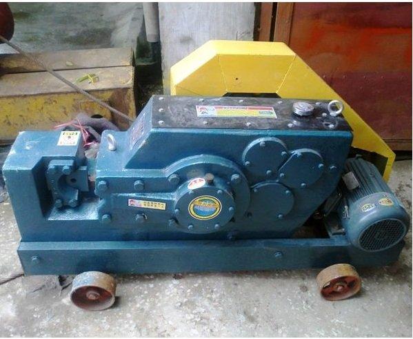 Máy cắt sắt Toàn Phong GQ50 (1260x530x730mm)