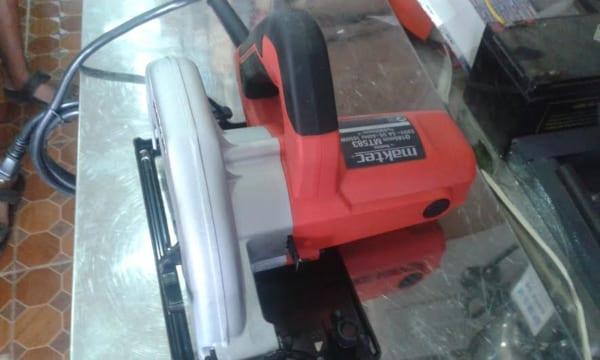 Máy cưa đĩa MAKTEC MT583